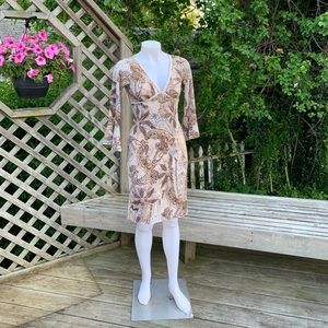 3/4 sleeve short dress w/ a paisley design